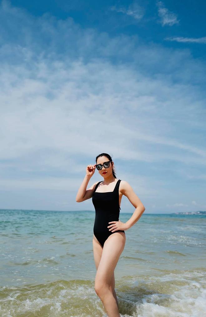 Vẻ gợi cảm, sành điệu của chị gái ruột Hồ Quỳnh Hương - Ảnh 11.