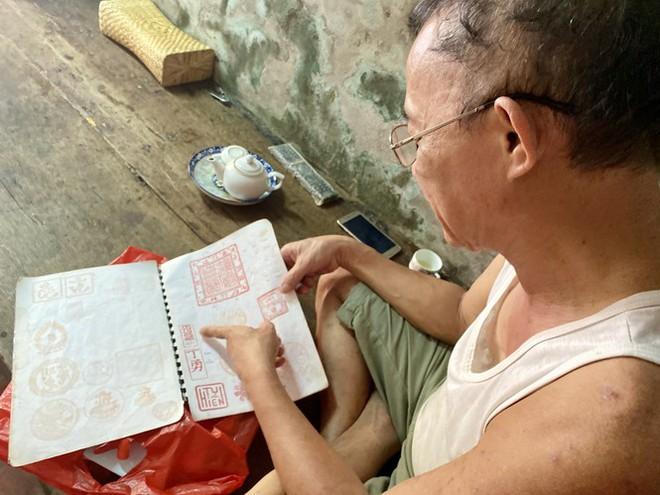 Triết lý 'ngược đời' của người thợ Hà thành 40 năm làm khuôn bánh Trung thu - Ảnh 4.