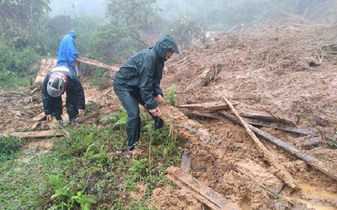 Mưa lũ khiến nhiều bản miền núi ở Nghệ An bị cô lập - Ảnh 1.