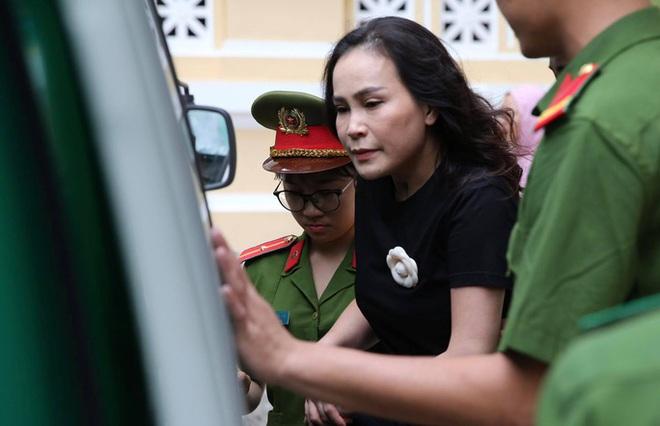 Hình ảnh, tình tiết đáng chú ý ở phiên tòa xét xử ông Nguyễn Thành Tài và bà chủ Hoa Tháng Năm - Ảnh 4.