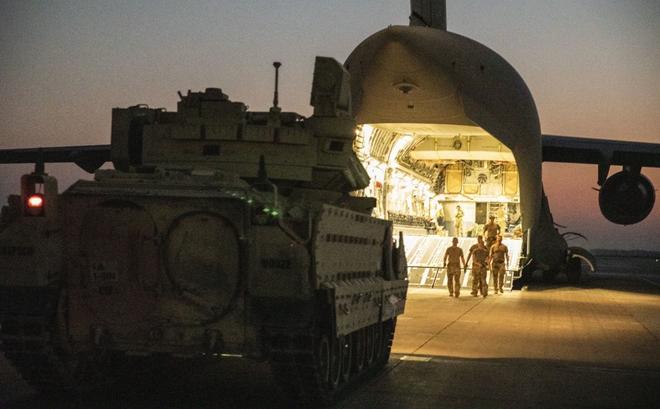 """Bị Nga uy hiếp, QĐ Mỹ tung khí tài hiện đại áp trận ở Syria, nào ngờ """"cửa tử"""" chờ sẵn?"""