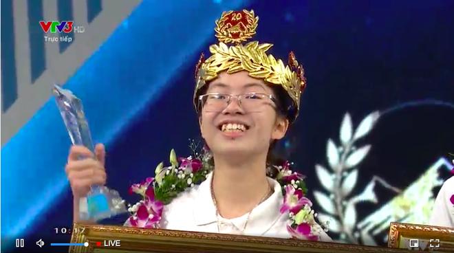 Nhà vô địch nữ sau 9 năm của Đường lên đỉnh Olympia: Đội vòng nguyệt quế bằng vàng nguyên chất, nhận phần thưởng 40 nghìn USD - Ảnh 3.