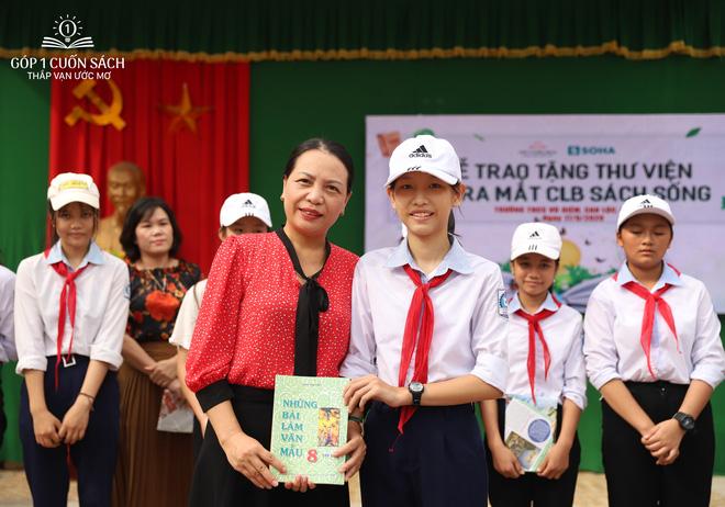 Trao tặng sách trên quê hương danh nhân văn hóa Vũ Diệm - Ảnh 12.