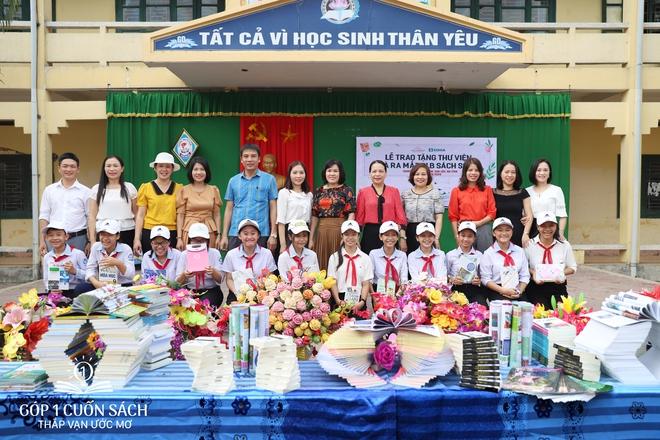 Trao tặng sách trên quê hương danh nhân văn hóa Vũ Diệm - Ảnh 1.