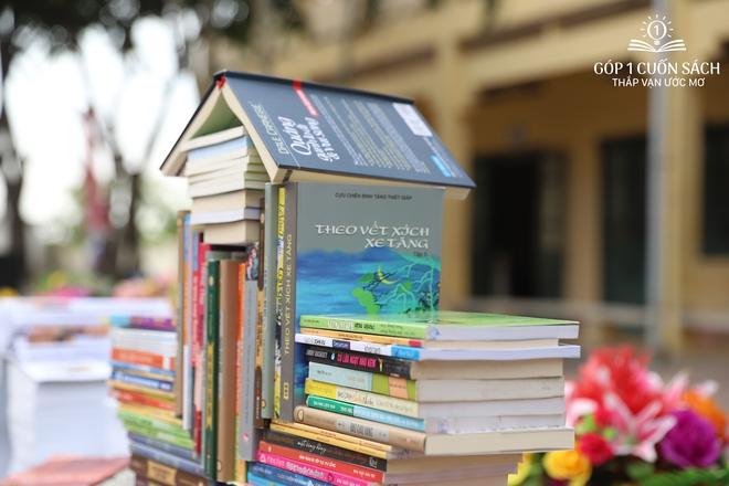 Trao tặng sách trên quê hương danh nhân văn hóa Vũ Diệm - Ảnh 6.