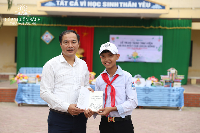 Trao tặng sách trên quê hương danh nhân văn hóa Vũ Diệm - Ảnh 9.