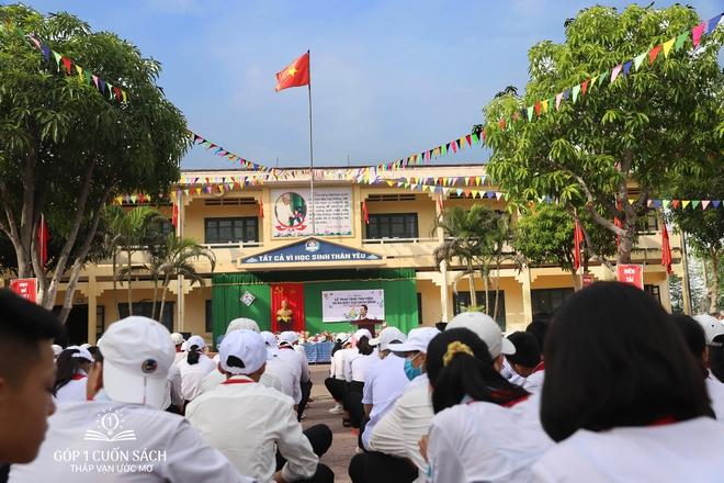 Trao tặng sách trên quê hương danh nhân văn hóa Vũ Diệm - Ảnh 4.