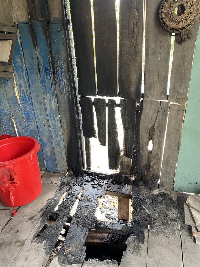 Phóng hỏa đốt nhà rồi bỏ thuốc trừ sâu vào lu nước sinh hoạt của người dân - Ảnh 1.