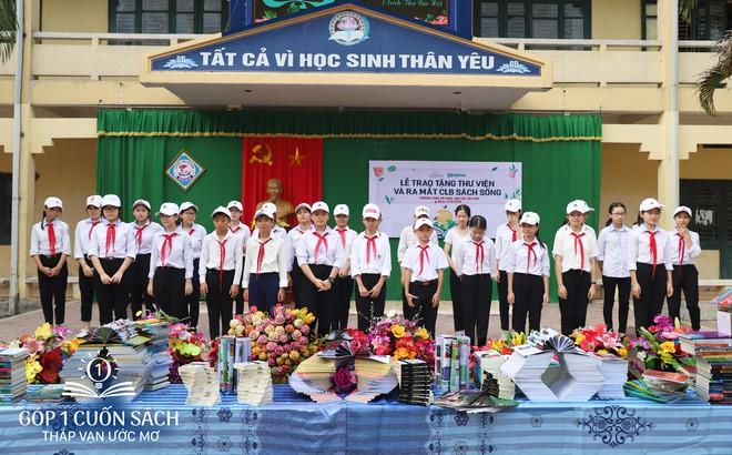 Trao tặng sách trên quê hương danh nhân văn hóa Vũ Diệm - Ảnh 10.