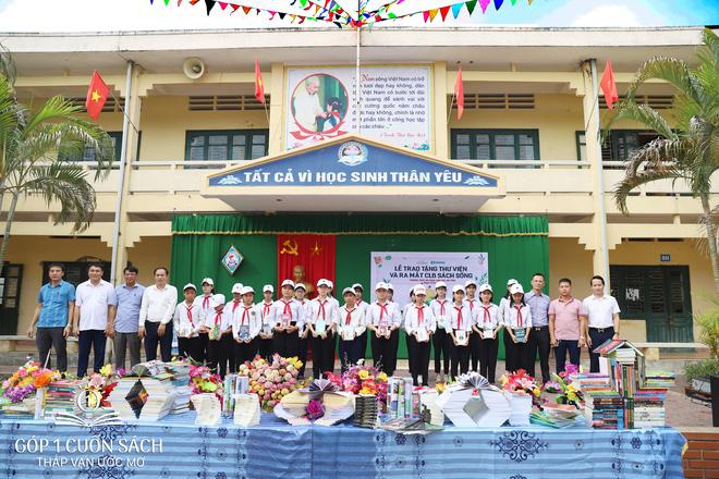 Trao tặng sách trên quê hương danh nhân văn hóa Vũ Diệm - Ảnh 3.