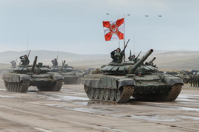 32 tiểu đoàn xe tăng Nga rầm rập áp sát biên giới NATO: T-72, T-80 sẵn sàng xung trận? - Ảnh 1.