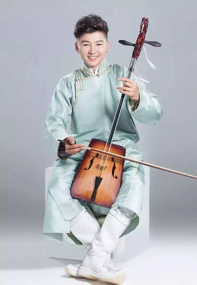 Cậu bé hát Gặp mẹ trong mơ gây sốt cả thế giới 9 năm trước giờ ra sao? - Ảnh 8.