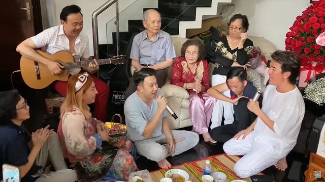 Mẹ Hoài Linh bật khóc trước hành động của Đàm Vĩnh Hưng - Ảnh 5.