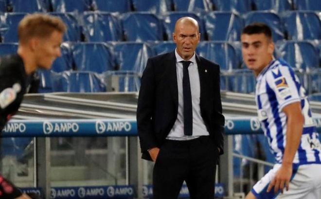 """Real Madrid bị Sociedad cầm hòa, HLV Zidane """"dội gáo nước lạnh"""" tới 1 người"""