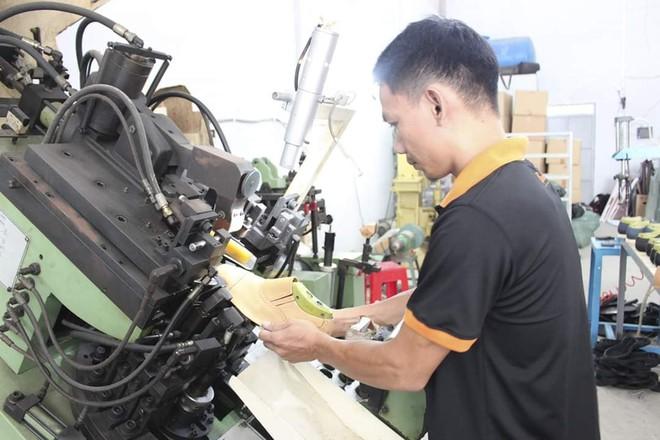 Nghỉ học đi phụ hồ, bốc vác, 9x khởi nghiệp với 17 triệu đồng trở thành chủ chuỗi giày da lớn tại Sài Gòn - Ảnh 3.