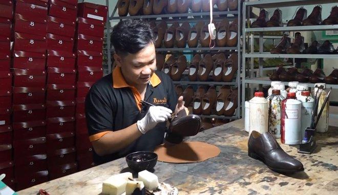Nghỉ học đi phụ hồ, bốc vác, 9x khởi nghiệp với 17 triệu đồng trở thành chủ chuỗi giày da lớn tại Sài Gòn - Ảnh 1.