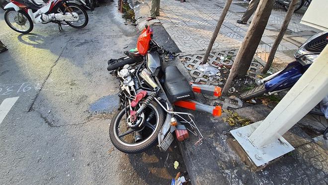 Sức khỏe 4 nạn nhân trong vụ container đâm nhiều ô tô, xe máy ở Sài Gòn ra sao? - Ảnh 1.