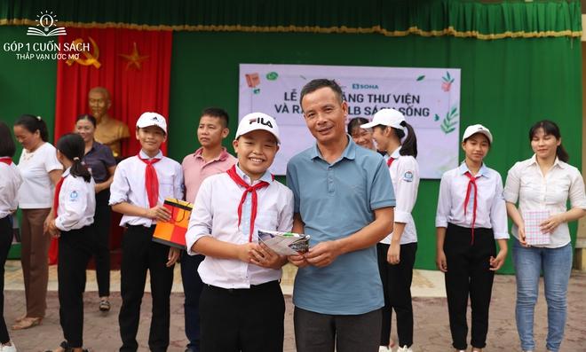 Trao tặng sách trên quê hương danh nhân văn hóa Vũ Diệm - Ảnh 18.