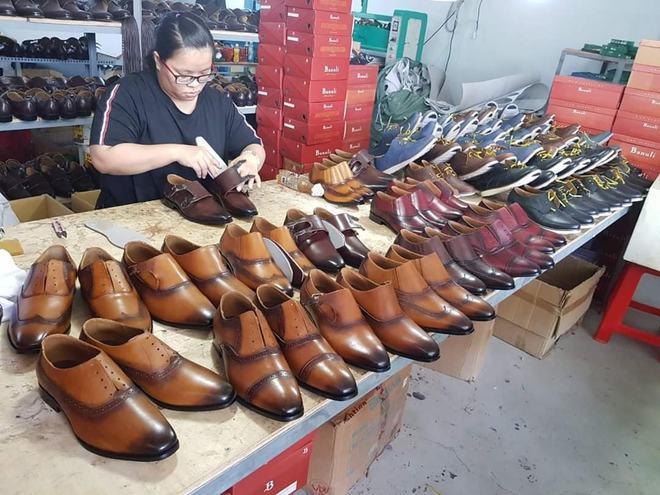 Nghỉ học đi phụ hồ, bốc vác, 9x khởi nghiệp với 17 triệu đồng trở thành chủ chuỗi giày da lớn tại Sài Gòn - Ảnh 4.