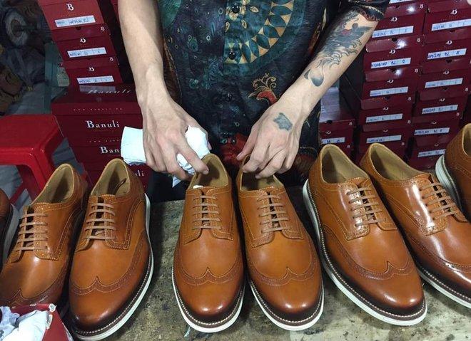 Nghỉ học đi phụ hồ, bốc vác, 9x khởi nghiệp với 17 triệu đồng trở thành chủ chuỗi giày da lớn tại Sài Gòn - Ảnh 2.