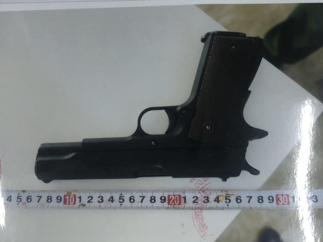 Bắt thiếu niên 16 tuổi chuyên trộm cắp ở các tòa cao ốc tại Sài Gòn, thu 1 khẩu súng - Ảnh 4.