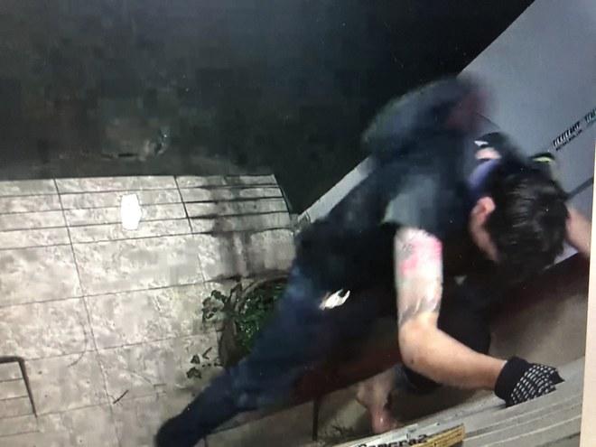 Bắt thiếu niên 16 tuổi chuyên trộm cắp ở các tòa cao ốc tại Sài Gòn, thu 1 khẩu súng - Ảnh 3.