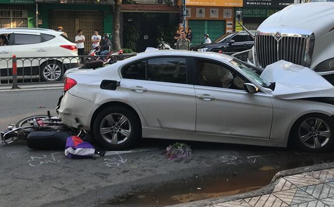 Xe container đâm văng dải phân cách, lao vào ô tô BMW và nhiều xe máy khiến nhiều người bị thương