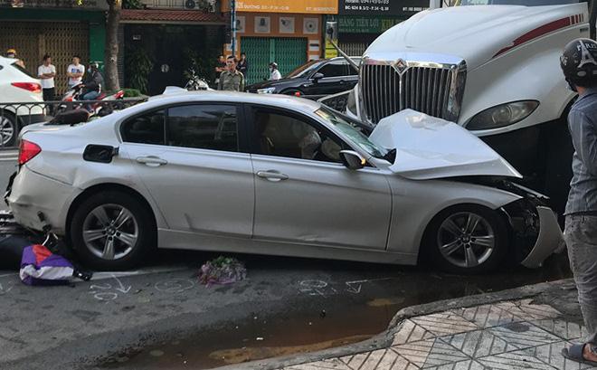 Sức khỏe 4 nạn nhân trong vụ xe container đâm ô tô BMW, nhiều xe máy ở Sài Gòn ra sao?