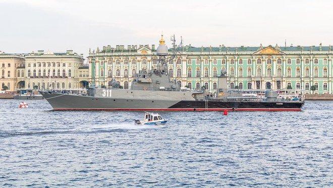 NÓNG: Tàu chiến hiện đại của Hải quân Nga bị đâm ở Đan Mạch - Ảnh 1.