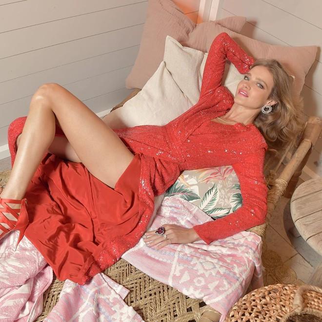 Một đời chồng và 3 lần sinh nở, siêu mẫu Nga vẫn cưa đổ con trai tỷ phú Louis Vuitton - Ảnh 2.