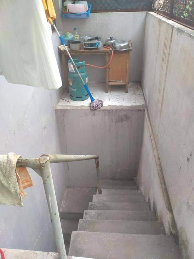 Căn bếp khiến tất cả hoang mang bởi tìm mỏi mắt cũng không thấy bậc thang để bước lên - Ảnh 1.