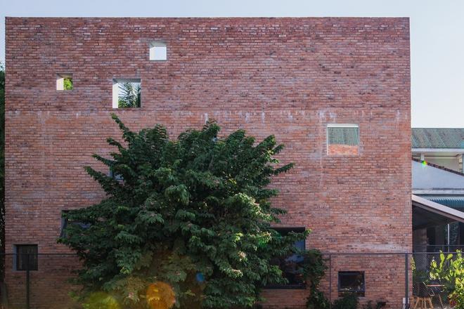 Huế: Quán cafe ven sông với điểm nhấn là 2 bức tường gạch xuất hiện lạ lẫm trên báo ngoại - Ảnh 8.
