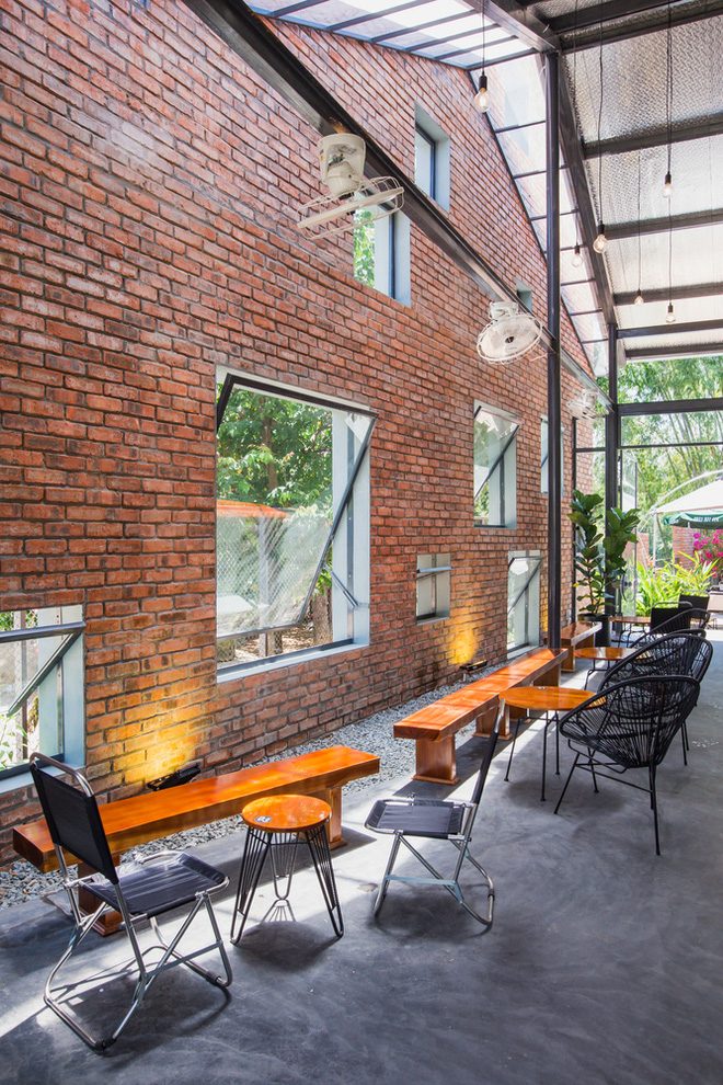 Huế: Quán cafe ven sông với điểm nhấn là 2 bức tường gạch xuất hiện lạ lẫm trên báo ngoại - Ảnh 18.