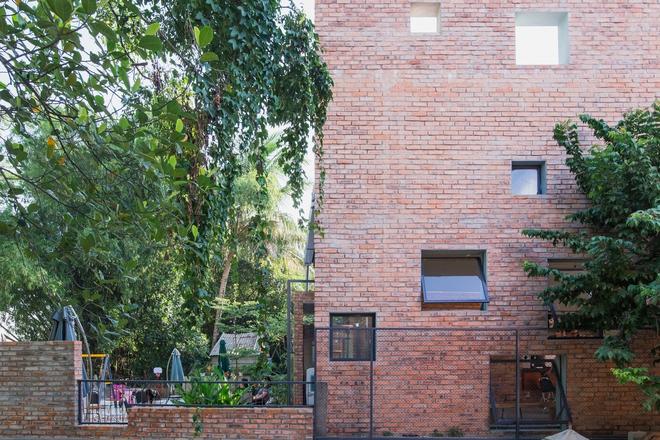 Huế: Quán cafe ven sông với điểm nhấn là 2 bức tường gạch xuất hiện lạ lẫm trên báo ngoại - Ảnh 15.