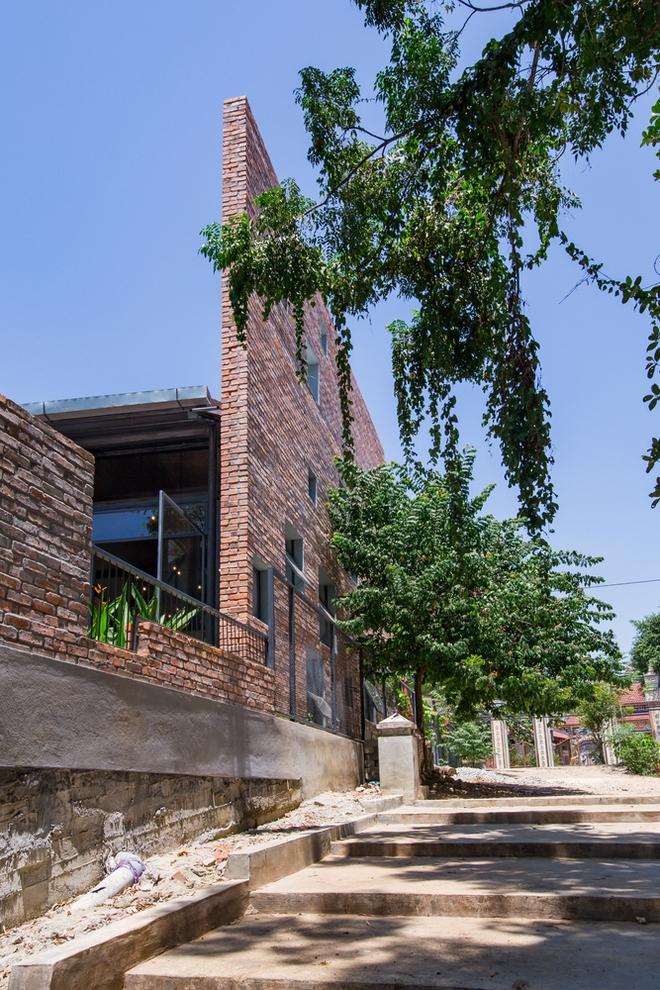 Huế: Quán cafe ven sông với điểm nhấn là 2 bức tường gạch xuất hiện lạ lẫm trên báo ngoại - Ảnh 14.