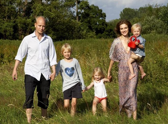 Một đời chồng và 3 lần sinh nở, siêu mẫu Nga vẫn cưa đổ con trai tỷ phú Louis Vuitton - Ảnh 6.