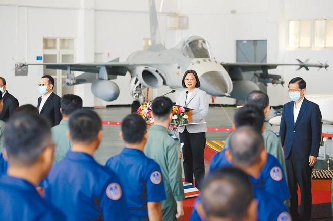 Nếu 100 máy bay quân sự PLA cùng lúc bay qua eo biển Đài Loan, Mỹ làm được gì? - Ảnh 1.