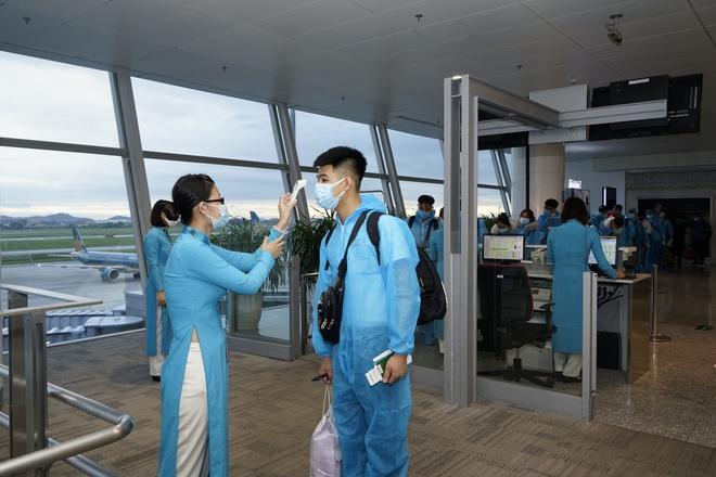 Chuyến bay đầu tiên đón khách từ Hàn Quốc về Việt Nam sau quyết định mở cửa trở lại - Ảnh 3.