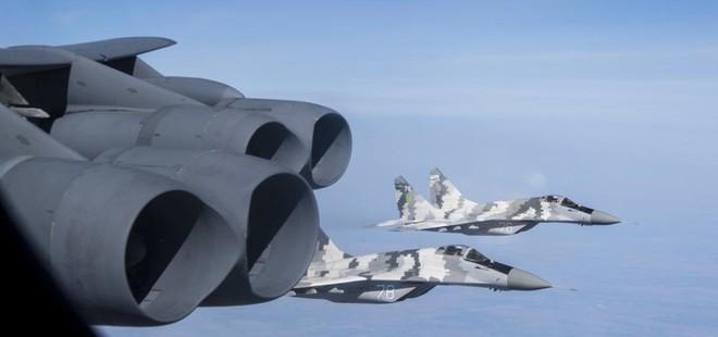 B-52 tập kích bán đảo Crimea, Nga không kịp trở tay: Mỹ - NATO tung đòn quyết định? - Ảnh 4.
