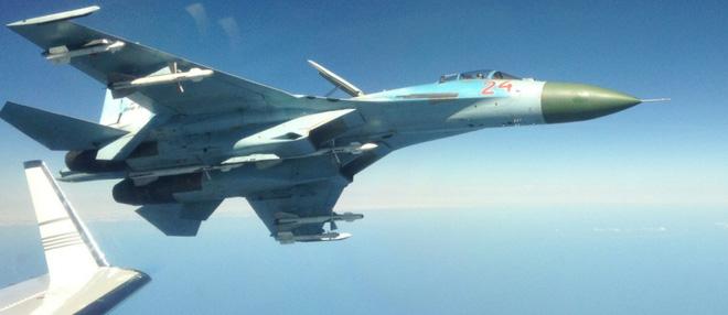 Tàu chiến Nga ráo riết săn đuổi 3 chiến hạm NATO - Su-27 xuất kích chặn máy bay ném bom B-52 Mỹ - Ảnh 1.