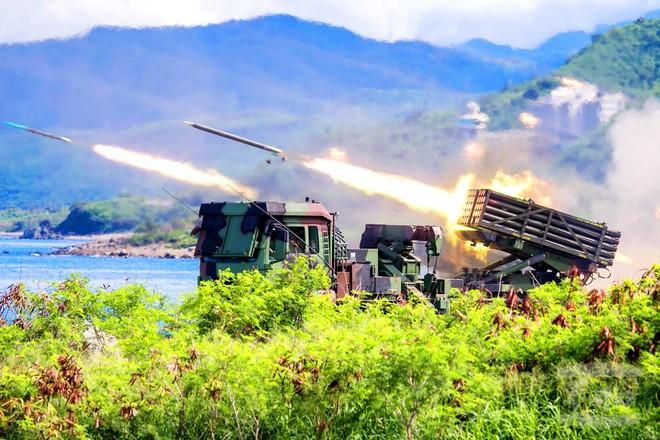 Báo Đài Loan: QĐ Trung Quốc lộ điểm yếu chí tử ở eo biển, phải vá víu bằng không quân? - Ảnh 6.