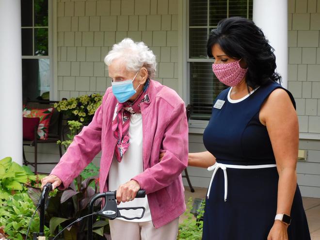 Cụ bà 102 tuổi qua khỏi 2 đại dịch, 2 bệnh ung thư: Bí quyết nằm ở lối sống! - Ảnh 2.