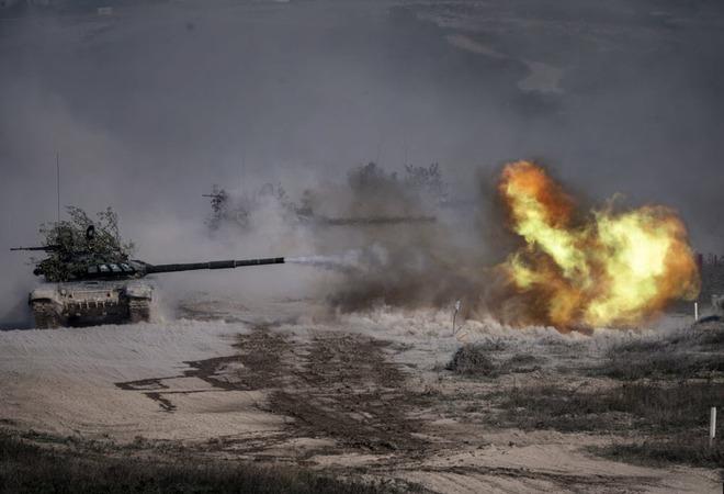 24h qua ảnh: Siêu xe tăng của quân đội Nga khai hỏa khi tập trận - Ảnh 2.