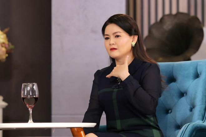 Vợ kém 11 tuổi của Kim Tử Long: Bị nhắn tin chửi bới, nói giật chồng, đào mỏ - Ảnh 1.