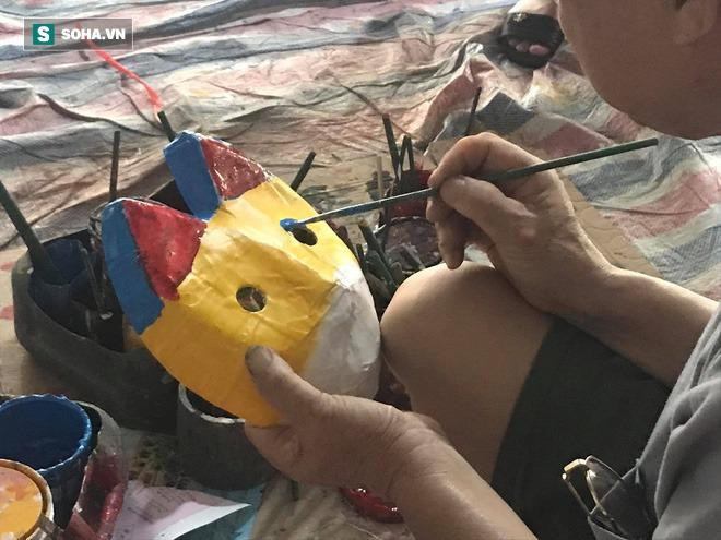 Làng nghề Trung Thu có tuổi thọ 40 năm thức xuyên đêm làm đồ chơi thu lãi hơn 100 triệu đồng - Ảnh 4.