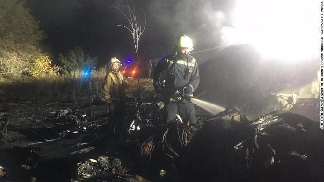 Thảm kịch khủng khiếp ở Ukraine: Máy bay quân sự rơi, rất nhiều phi công thiệt mạng - Ảnh 3.