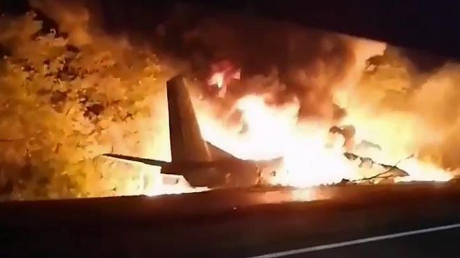 Thảm kịch khủng khiếp ở Ukraine: Máy bay quân sự rơi, rất nhiều phi công thiệt mạng - Ảnh 5.