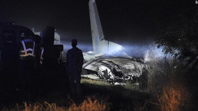 Thảm kịch khủng khiếp ở Ukraine: Máy bay quân sự rơi, rất nhiều phi công thiệt mạng - Ảnh 1.