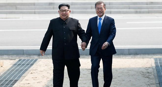 Vụ Triều Tiên bắn chết quan chức HQ: Thư ông Kim Jong Un khiến ông Moon cảm động mạnh - Ảnh 2.