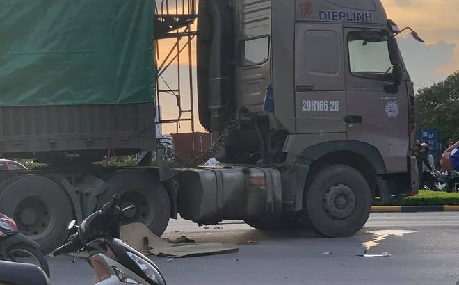 2 con tử vong, bố bị thương nặng sau va chạm với container